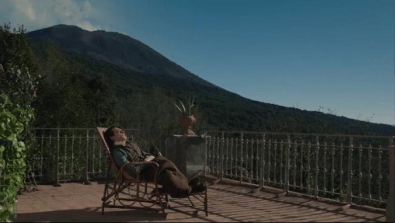 Il giovane favoloso – Sulla terrazza di Villa Ferrigni a Torre del Greco con il Vesuvio sullo sfondo