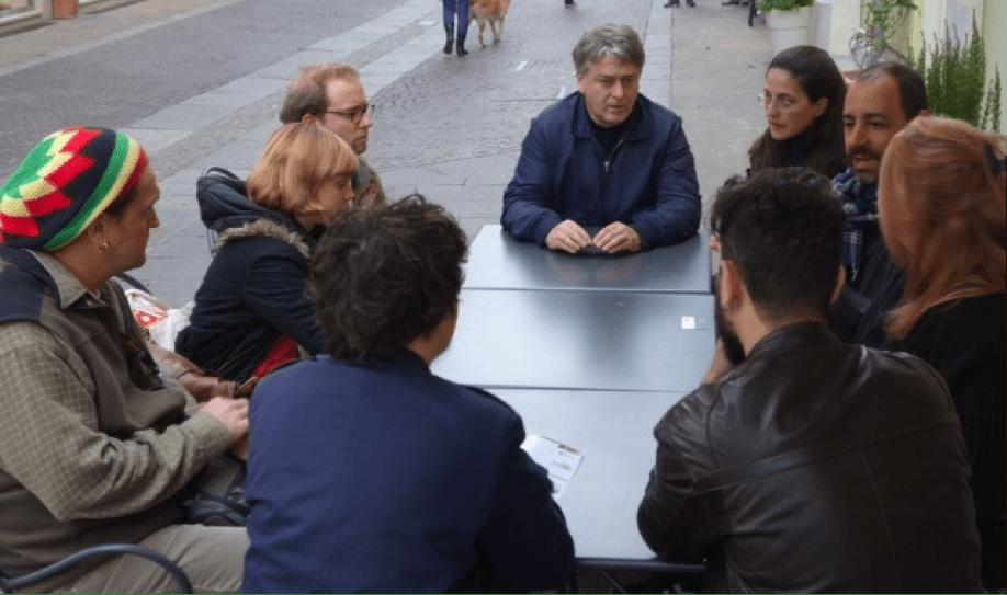 Una riunione di Euroshort (al centro della foto Gianluca Castellini)