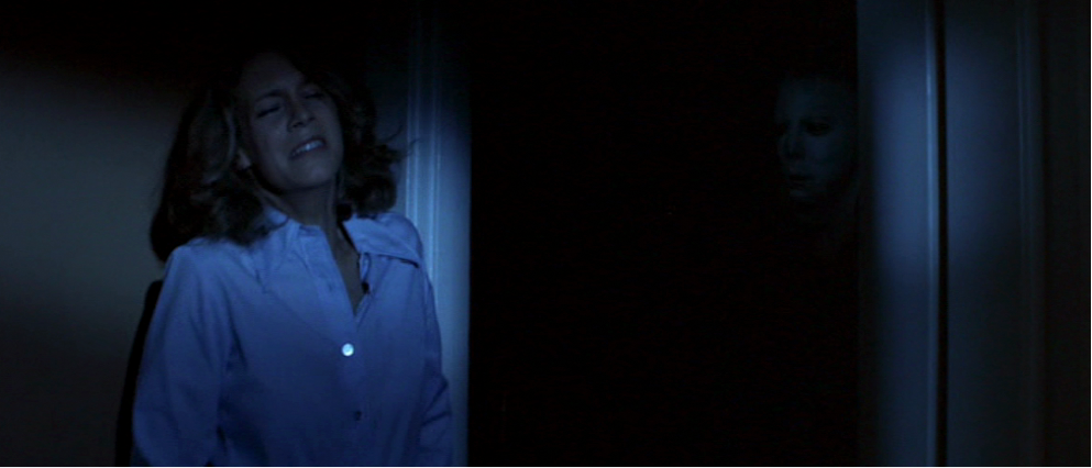 "Laurie Stroode (Jamie Lee Curtis) in fuga da Michael Meyers in ""Halloween - La notte delle streghe"""