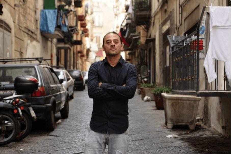 Salvatore Striano per le vie di Napoli