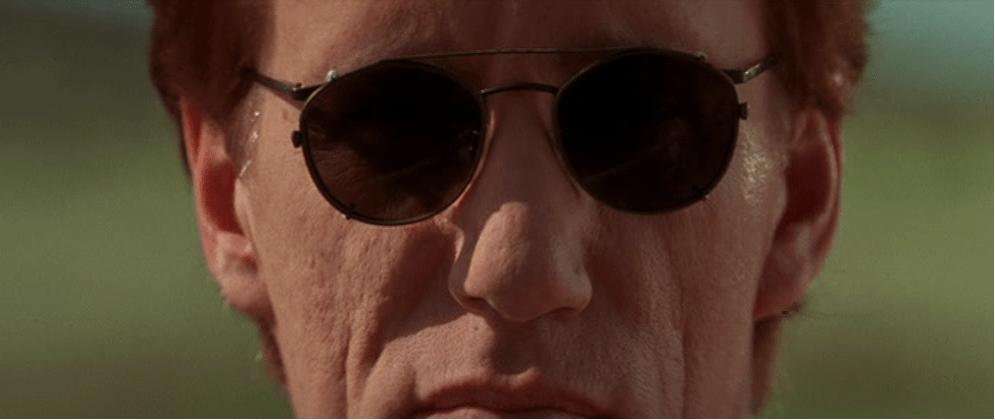 """Una delle prime inquadrature dedicate a Jack Crow (James Woods) in """"Vampires"""""""