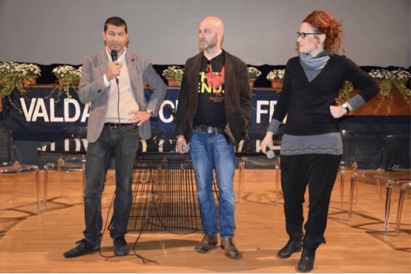Il regista Gianluca Cerasola con Simone Emiliani, direttore artistico del Festival, e Simona Ricci di Valdarno Cinema-Scuola